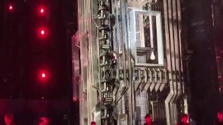 张杰演唱会现场升降台出现问题,整个人直接摔了下来