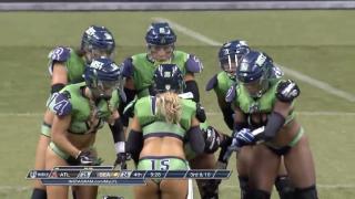 美国女子内衣橄榄球29丨两球相争!