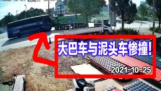 受损严重,大巴车与泥头车撞了