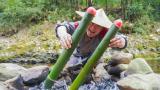 农村小伙用竹筒焖肉,回味童年的乐趣,打开竹筒那一刻,看饿了